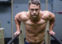 雙槓上的肌肉男神,5種實用的雙槓動作,助你練出一身腱子肉