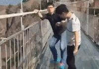 張家界玻璃棧道就哆嗦了?重慶的天空懸廊比它恐怖10000倍!