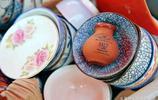 有瑕疵的陶瓷件用來做花盆 農村大集上吸引眾多購買者 關鍵是便宜 10塊錢就能買3個