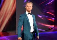 德雷克失去WWE 24/7冠軍婚禮被毀,心情糟糕抱酒求醉