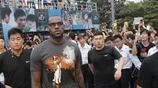 鏡頭下十大NBA球星來華溫暖瞬間,有的竟抱得美人歸?