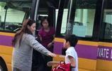 張柏芝素顏送兒子上學,堅強和毅力讓大家看到她確實是個好母親