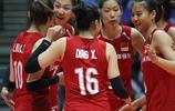 世界女排聯賽香港站中國女排3比0荷蘭 朱婷暴扣 郎平幫愛徒壓腿