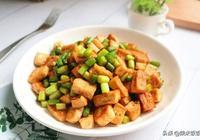 蒜薹新吃法,不炒肉,不炒蛋,這樣炒鮮香還補鈣,孩子愛吃!