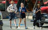 圈子也太小了吧!安吉麗娜朱莉的女兒希洛以及Zahara一起出街