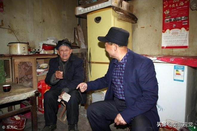 102歲老人看似80多歲,長壽祕訣8個字,說起心願伸出兩根指頭