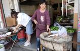 4個人安徽旅遊飯館裡吃黃山菜、喝迎客鬆啤酒,3菜一湯不到100元