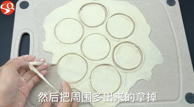 餃子皮還用擀?只需一個塑料瓶,一次做出幾十個餃子皮,方法真棒