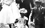 老照片:奧黛麗·赫本在《羅馬假日》後的牽手