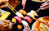 在大阪吃壽司是什麼體驗?三文魚刺身很肥美,好想打包上飛機帶走