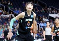 揭幕戰僅出場65秒!女籃新星在WNBA迷失,她的生涯軌跡與周琦太像