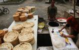 到新疆一定要嘗一下那裡的傳統美食,看看維吾爾族最喜愛的食品
