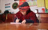 河南69歲農村大媽愛寫詩,一年寫出10萬字,孫子說她是懷才不遇
