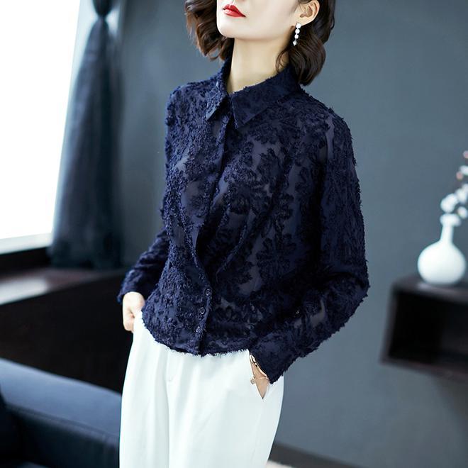 女人過了50,建議別穿一身黑,瞧下圖這樣穿,時尚洋氣還減齡