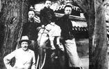 清朝老照片:富人家客廳富麗堂皇,窮人卻只能住草棚