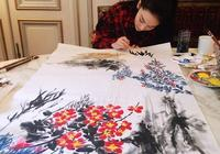 看了她的畫,才知道她不只是長得漂亮,她的畫比專業畫家都畫的好