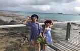 陸毅鮑蕾帶兩個女兒斐濟旅行,兩姐妹簡直就是複製粘貼,長得超像