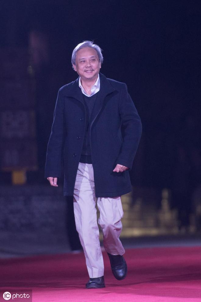 59歲導演陳嘉上與90後女演員結婚,因戲結緣,女方疑已懷有身孕