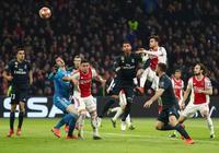 GIF:犯規在先,阿賈克斯進球被判無效