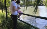 章子怡晒出一家人出遊,汪峰陪著女兒坐過山車,畫風場景溫馨!