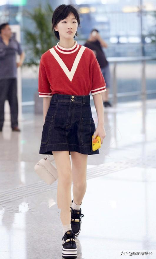 打破傳統的黑白色,紅色T恤給你更強大的氣場,想不搶鏡都難