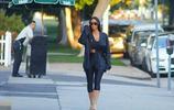 36歲的金大姐卡戴珊 洛杉磯出街,一身黑色西服瘦的叫人不敢相