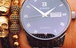 陳小春帶兒子現身機場,小小春軟萌撒嬌真可愛,春哥的手錶真時髦