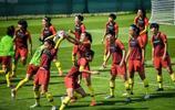 中國女足球員輕鬆備戰與意大利女足的世界盃淘汰賽