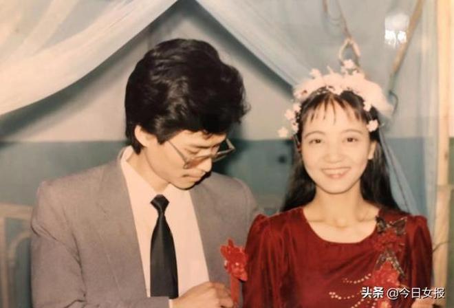 湖南一夫妻用鏡頭記錄愛情:他婚前花數月工資買嫁衣,她穿了30年