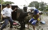 實拍菲律賓慘烈的拆遷現場,武裝到牙齒的拆遷隊伍
