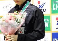 日本女乒第1美女 笑起來真好看!石川佳純和陳夢合影 俏皮可愛