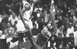 他讓籃球成為藝術!飛在空中的喬丹,美得簡直讓人窒息