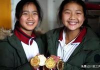 """這所鄉村學校的女子籃球隊曾經""""威震川南""""!而教練竟然是一名語文老師"""
