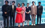 韓星趙茹珍出席《寄生蟲》宣傳活動,一襲紅色連衣裙減齡顯氣質