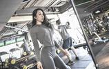 """90後比基尼小姐每天到健身房""""擼鐵"""",靠身材吃飯,不化妝不出門"""