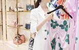 郭碧婷白色西裝現身某活動,西裝配白色短褲,彰顯美麗大方