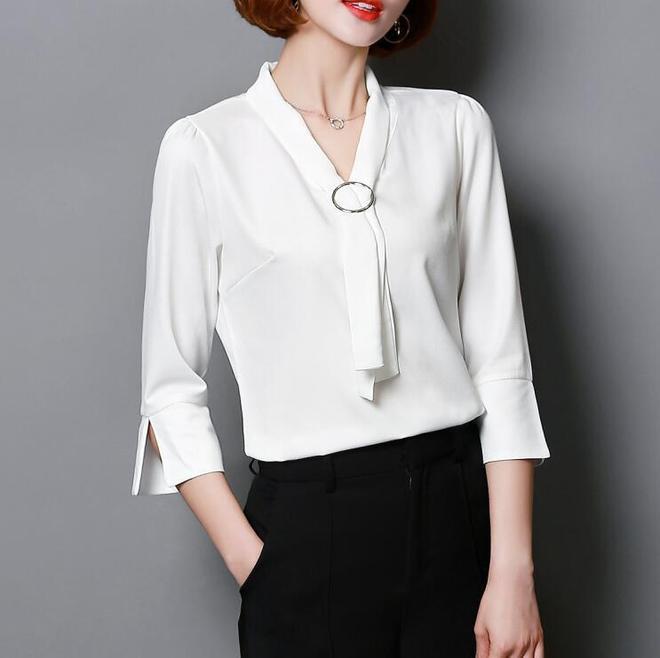 遮肉顯瘦設計的雪紡衫,荷葉袖清爽靚麗,助你優雅出街