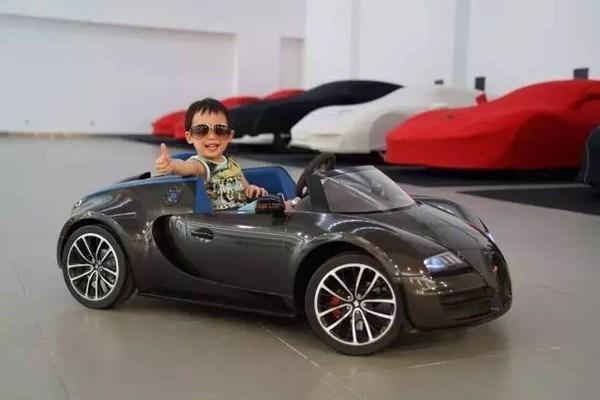 他是中國第一位布加迪車主,也是中國第一位新款布加迪車主!