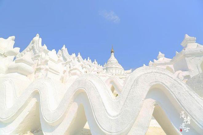 緬甸最為獨特的佛塔,樣子就像奶油蛋糕,吸引了眾多信徒來參拜