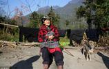 102歲老人種地養雞下山趕集,一生育有13個孩子,為啥準備2副壽材