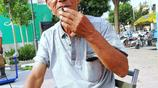 76歲老人趕集賣百貨,一天掙不到30元錢卻堅持著,為什麼