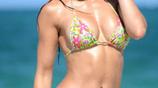 歐美女星海邊休閒度假,45歲的她身材保持的真好!