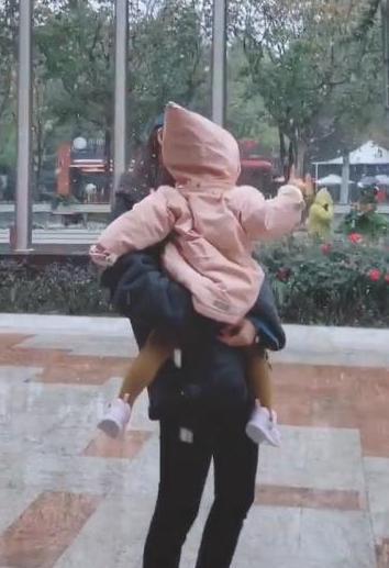 張子萱發視頻晒女兒近照,陳赫一個舉動就看出多愛張子萱
