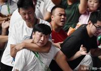 遼寧球員為啥如此憤怒?全運會遼寧女排起跳揮舞的拳頭砸錯了對象