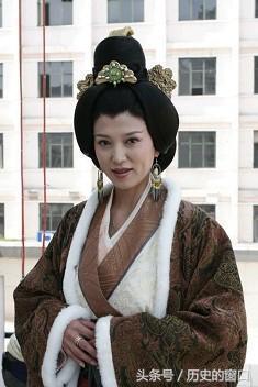 此皇后雖出身卑微,卻成功輔佐夫皇,殺了子皇,培育了英明的孫皇