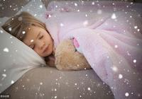 """孩子睡覺時為什麼喜歡抱著小毛毯?""""戀物""""背後的原因很扎心"""
