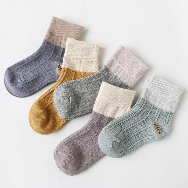 """最近又出一款寶寶""""襪子鞋"""",賣萌保暖兩不誤,有它一冬暖暖噠"""