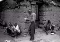 在農村,農民都喜歡蹲著吃飯,這背後有什麼講究你知道嗎?