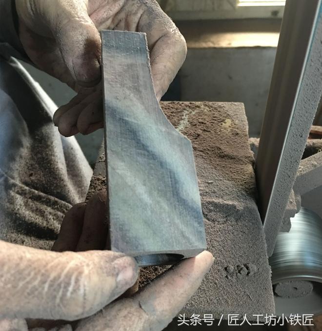 花20年復原古法制刀工藝,鐵匠隱居深山,一把刀賣幾千元