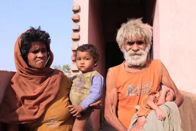 印度男子90歲高齡老來得子,希望活久一點,陪自己孩子長大